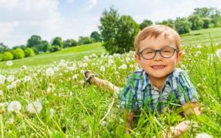 Чем можно эффективно отстирать траву со светлой одежды