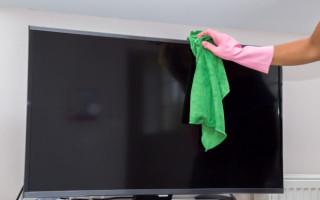 Чем лучше протирать экран ЖК-телевизора, чтобы не оставалось разводов