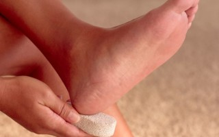 Как быстро и безболезненно избавиться от трещин на пятках в домашних условиях