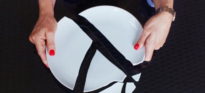 Что сулит женщине примета о разбитой тарелке