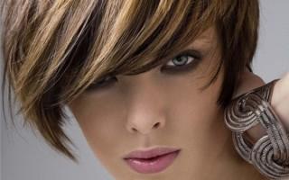 Можно ли делать мелирование и другие процедуры с волосами во время месячных?