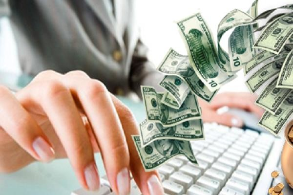 деньги, клавиатура, рука