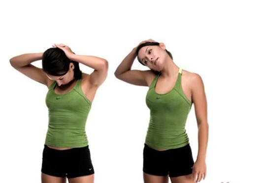 девушка делает упражнения для шеи