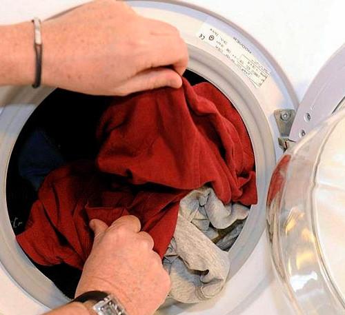 мокрое белье в стиралке