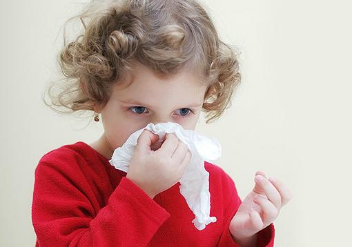 Почему у ребенка часто идет кровь носом и стоит ли беспокоиться родителям?