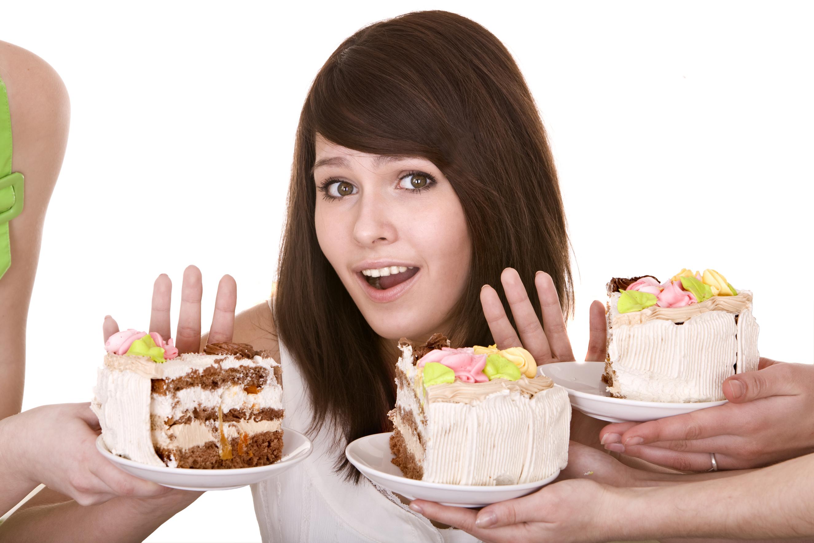 Девушка, отказывающаяся от пирожных