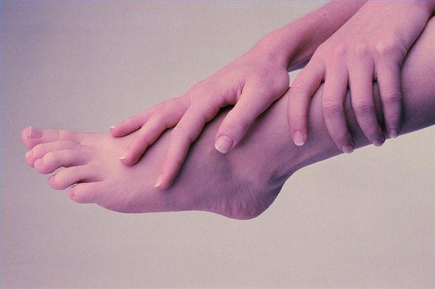Почему сводит пальцы на ногах