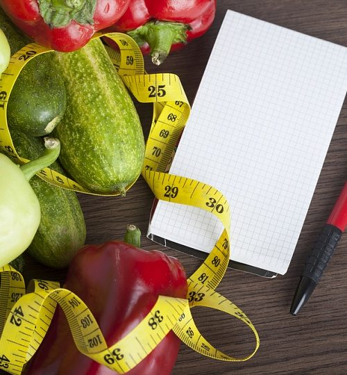 овощи, сантиметровая лента, листок с ручкой