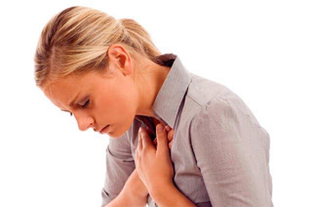 Тяжело дышать, давит на грудную клетку, кружится голова: что делать