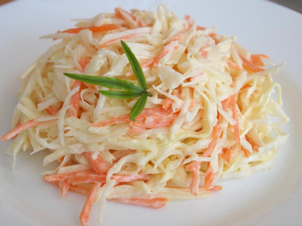 салат с яблоком, морковью и капустой