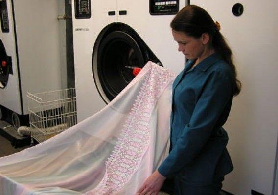 Отбеливать можно и в стиральной машинке.