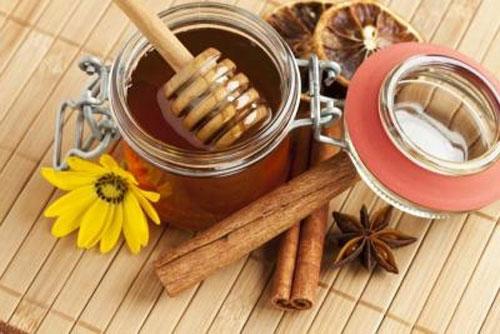 Чем поможет мед с корицей: полезные свойства и противопоказания