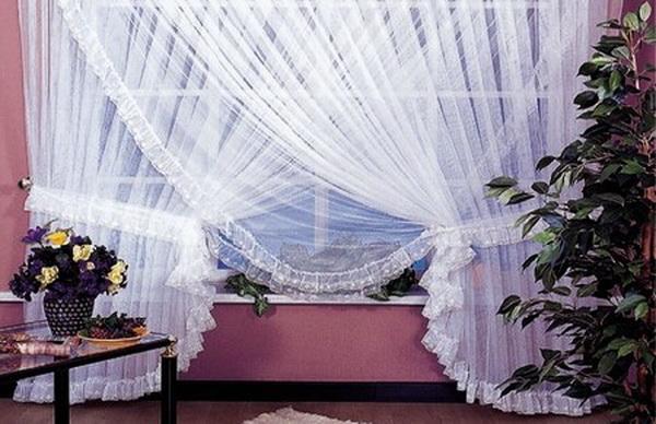 белоснежная тюль на окне