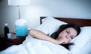 Чем помочь, если ночью начался приступ кашля: народные рецепты и аптечные препараты