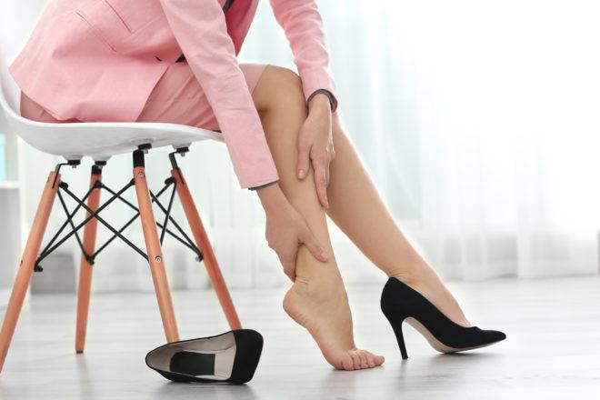 ноги отекают и болят