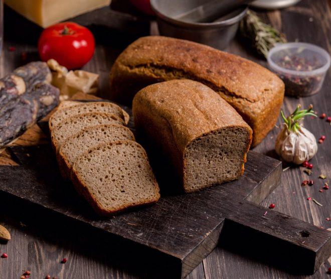 хлеб на доске